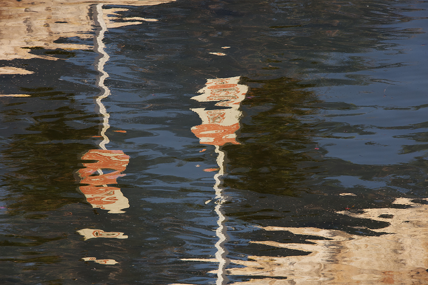 Opposite Reflections on Water
